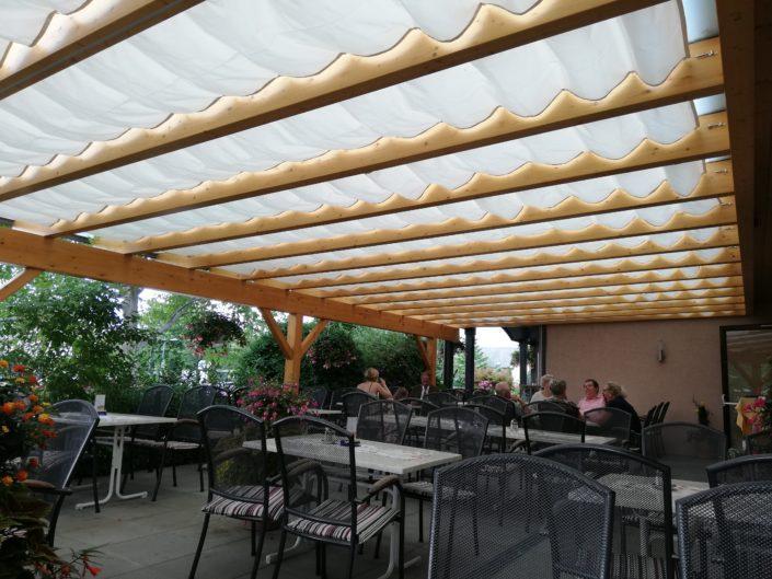 Sonnensegel mit Seilzug Gasthaus Raabahof