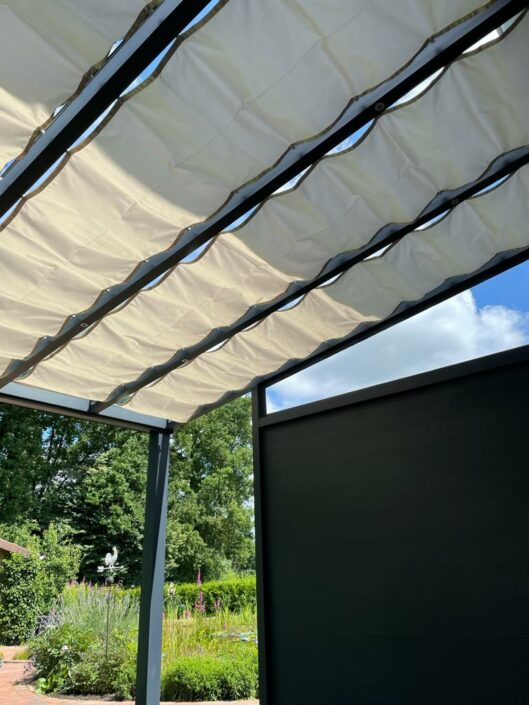 Sonnensegel Seilzug in Terrassenueberdachung aus Aluminiun
